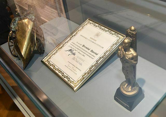 Del razstave so tudi vsa vidnejša priznanja in medijske nagrade. (Foto: Agencija Ekskluzivno)