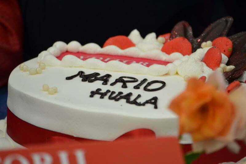 Avditorij Portorož in Občina Piran sta se s torto zahvalila Mariu. (Foto: Alesh Maatko)