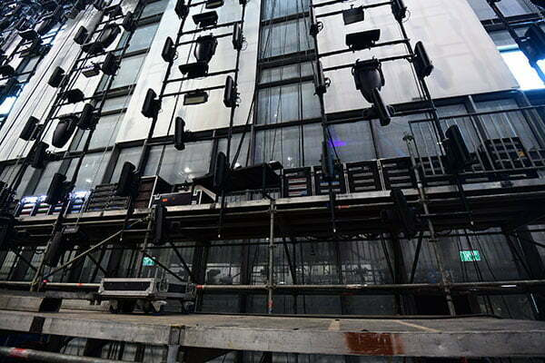 Za postavitev opreme in luči so izkoristili vsak kotiček. (Foto: m-m-pr.com / Ola Melzig)