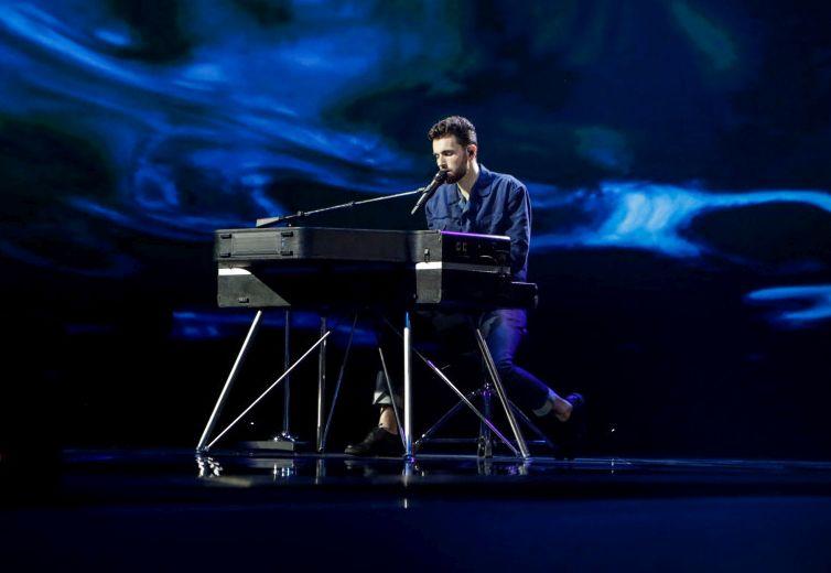 Duncan Laurence bo na odru sam, le ob klavirju. (Foto: Thomas Hanses)